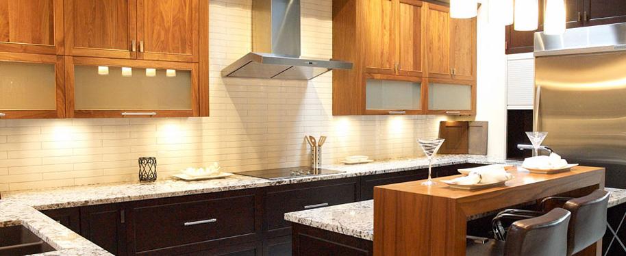 two tone kitchen; kichen; Hannah designs; Janet Hannah; clarington; newcastle kitchen design; bowmanville kitchen contractor; oshawa; durham; cottage country; Haliburton kitchen designer